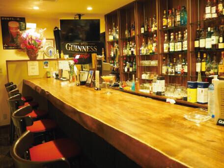 商店街内唯一の本格的バー
