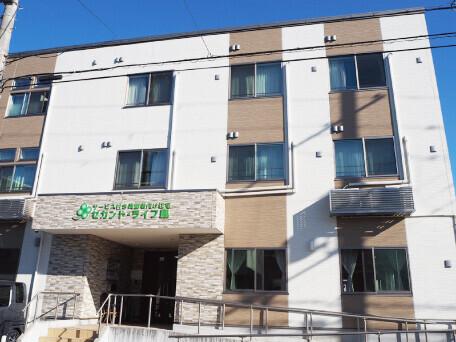 サービス付き高齢者向け住宅の事務所が鳳本通商店街にあります